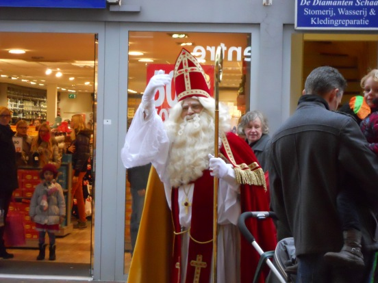 Sinterklaas waves to everyone at the I-Center (Apple store), Alphen aan den Rijn