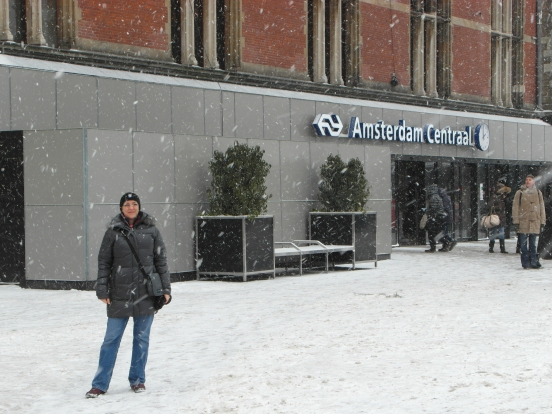 A very cold me in front of Amsterdam Centraal Station on way back to Alphen.